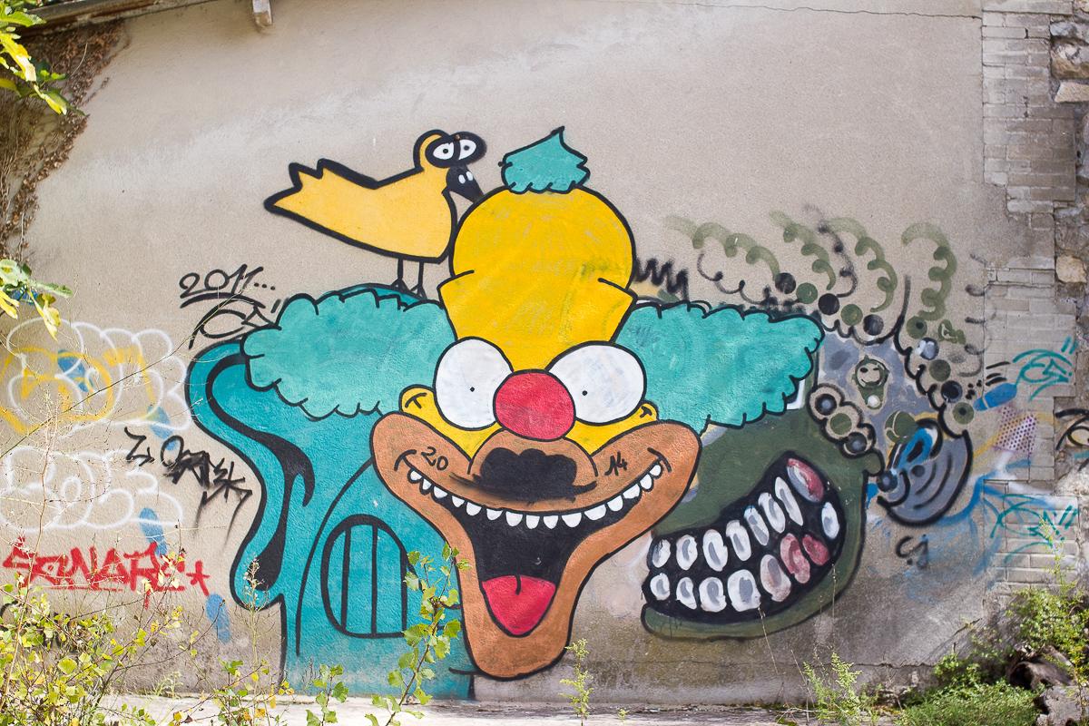 Tag sur un mur de La Cité Lafarge, ancienne cité ouvrière de Viviers